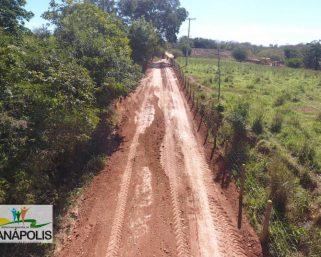 Prefeitura Municipal realiza cascalhamento de estrada vicinal na estrada da localidade de Tatu á outras localidades.